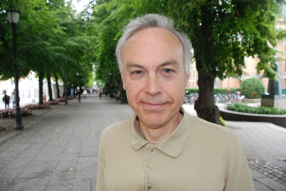 - MÅ HA NY KRAFTPRODUKSJON: Statsminister Jens Stoltenberg løser ikke problemet i bergensområdet ved å legge ny kraftlinje, mener professor Jon Samseth.