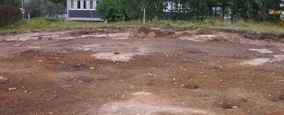 STOLPEHULL: Bærekonsruksjonene til husene fra jernalderen etterlater hull i bakken. Det gjør også ildgropene der mat ble tilbredt.  USAs ambassade ambassadetomt, Huseby ,Kulturhistorisk museum, arkelogi, utgraving