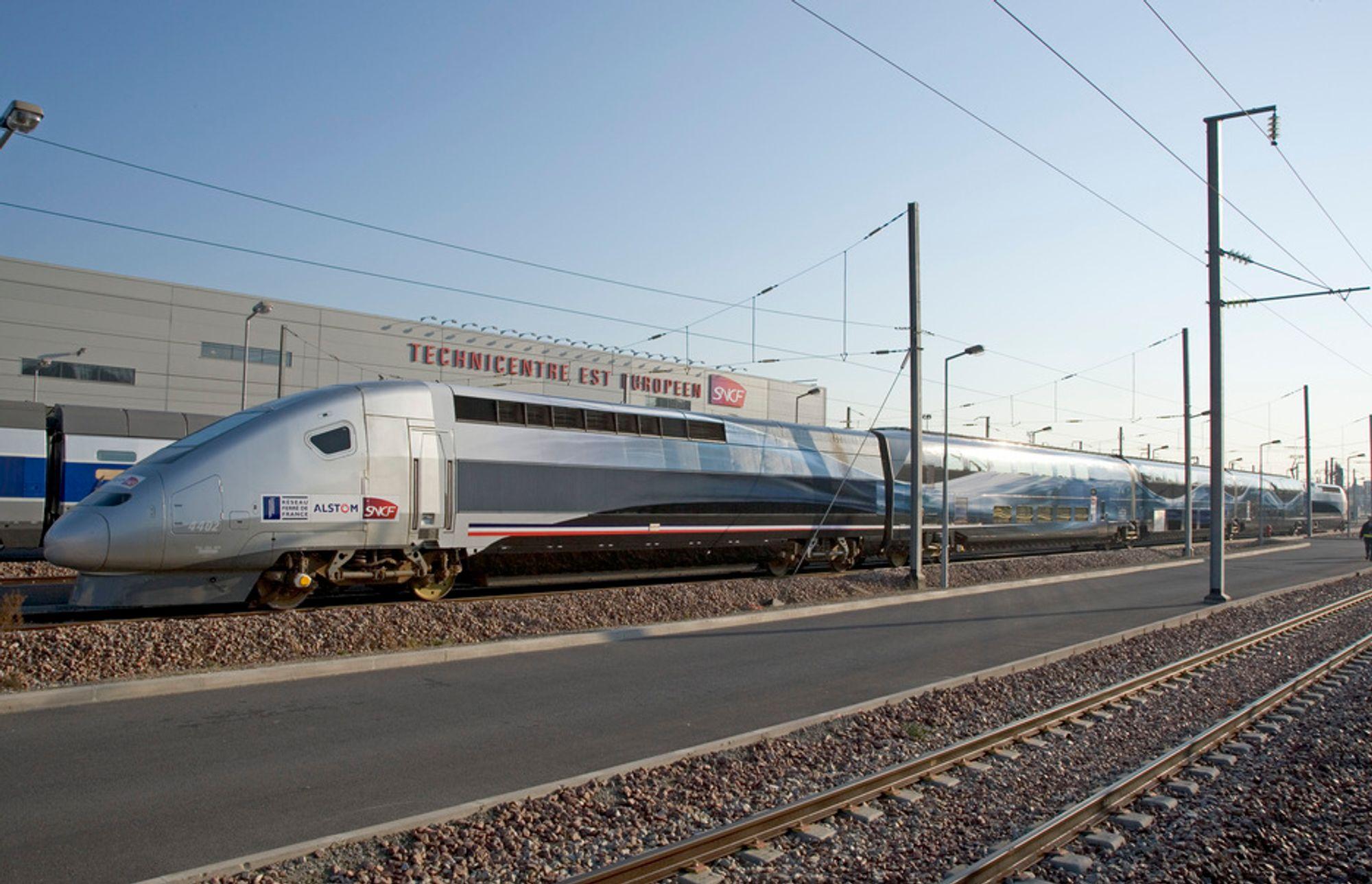 LYNTOG: Dette er franske TGV som for tre år siden testkjørte i 574 km/t med sitt Alstom-tog. Nå skal Kina innen 2012 ha mer enn 13 000 kilometer med høyhastighetsbaner - mer enn resten av verden tilsammen.