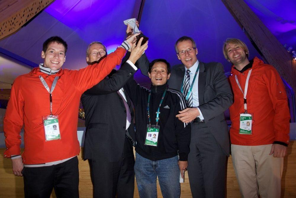 VANT SØLV: Fra venstre: Eirik Okkenhaug (guide), Arild H. Blixrud, Hao Chao Jun (teknisk personell) , Espen Guterud og Kevin Dippner (guide).