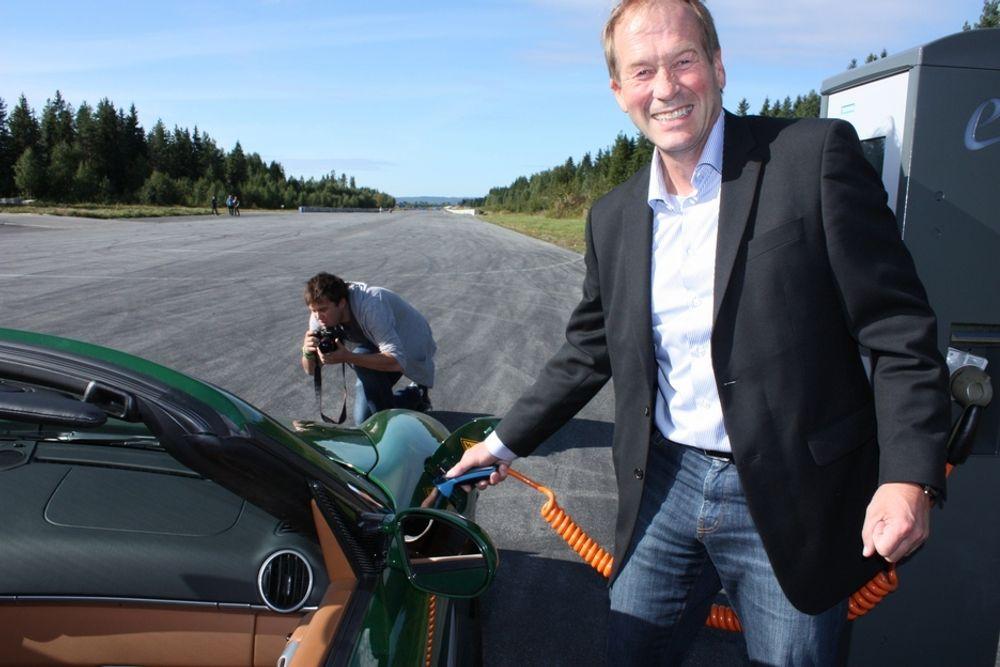 SAMARBEIDER: Olav Rygvold er divisjonsdirektør i Siemens, og skal samarbeide med programvareaktøren SAP om betalingsteknologi for elbiler.
