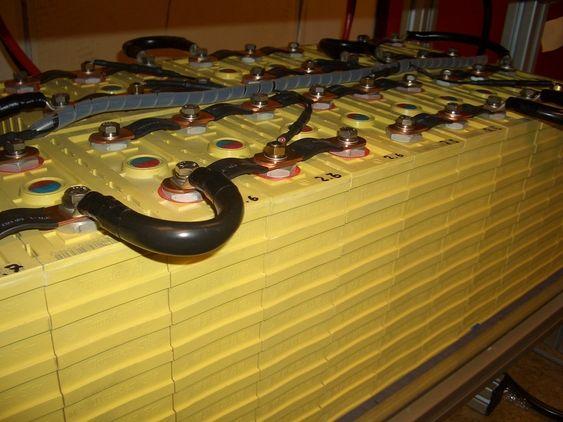 Batteripakken som er satt inn i MF Vågen ble nøye sjekket og testet på laben til Prototech før installasjon i våres. Brenselcelle, batteri, hyvrdogen
