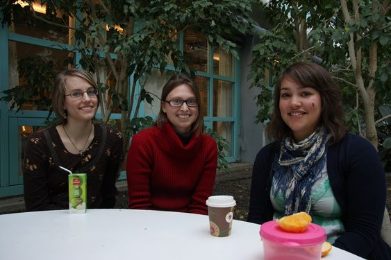 Birgitte Johannessen, Nathalie Holtsmark og Stine Moen Al-Kasim. NTNU-studenter