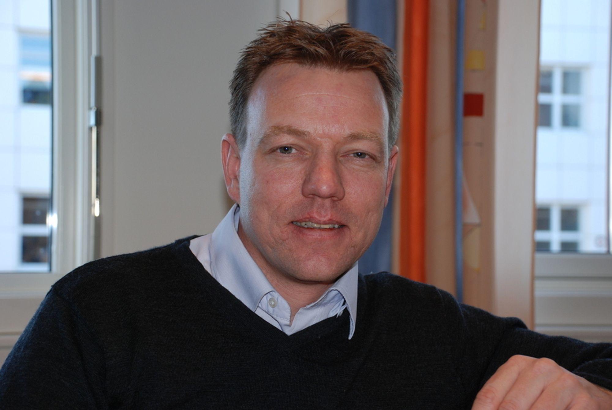 BILLIGERE: Svein Tore Moe, daglig leder i Cenika, utfordrer de store leverandørene.