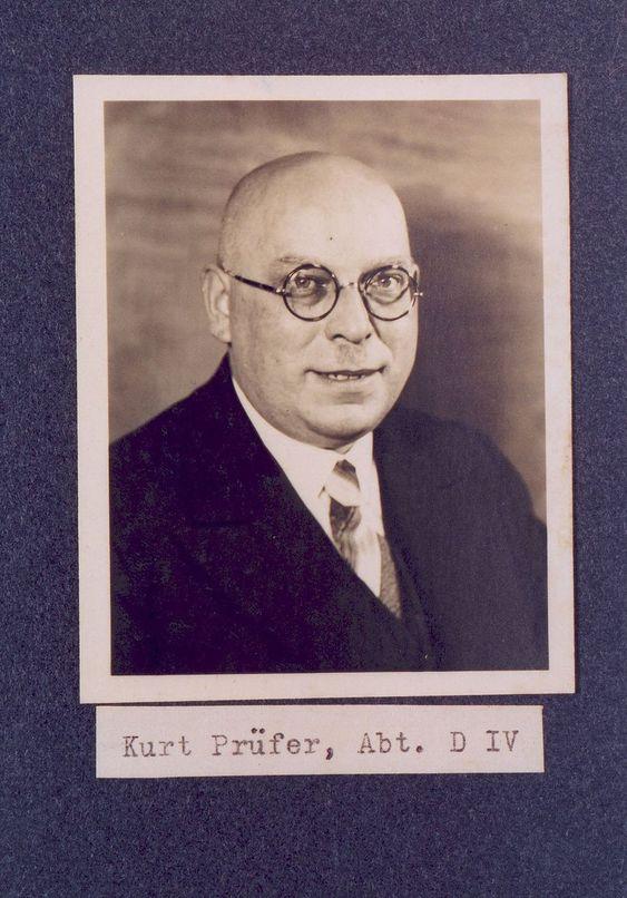 Oberingenieur Kurt Prüfer, Anfang der 40er Jahre. Aus dem Betriebsfotoalbum  © Thüringisches Hauptstaatsarchiv Weimar