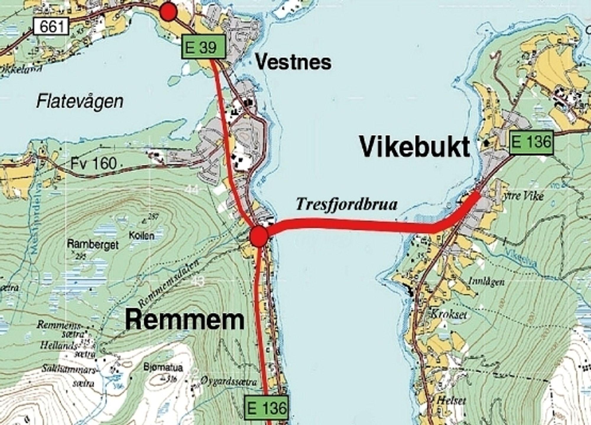 Den røde linjen over fjorden markerer traséen til Tresfjordbrua. Vegvesenet håper på stortingsbehandling til høsten og byggestart neste år.