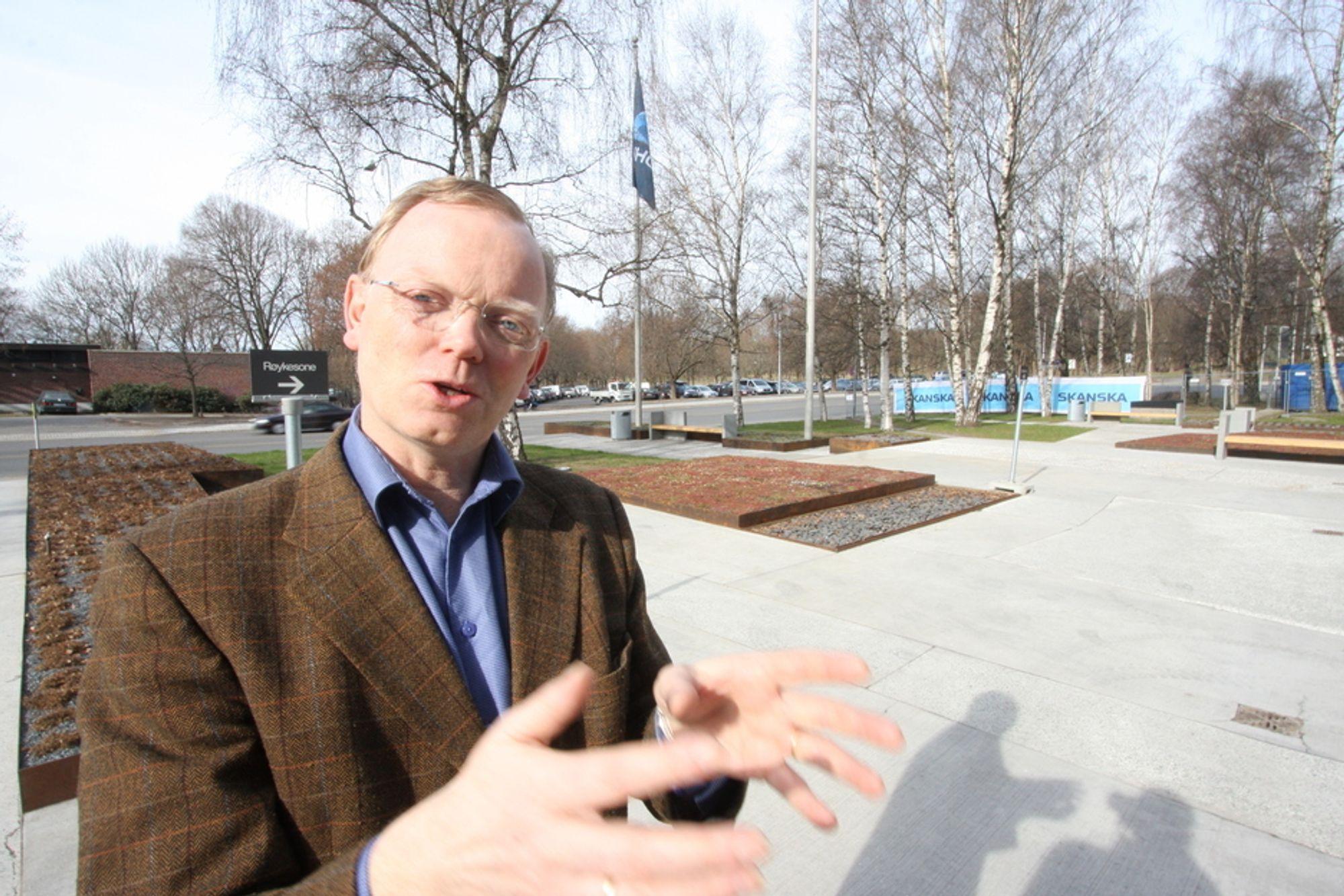 KARBONLEKKASJE: Sindre Finnes i Norsk Industri vil at norske myndigheter så snart som mulig skal signalisere om Norge implementerer de nye EU-reglene om karbonlekkasje.