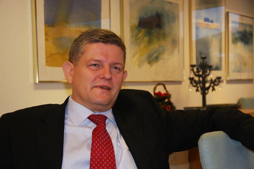 GLOBAL AKTØR: I høst ble John Thuestad sjef for Alcoas aluminiumsproduksjon globalt. Samtidig rykket han opp i konsernledelsen. Det har betydd at reisedagene har økt betraktelig for nordmannen.