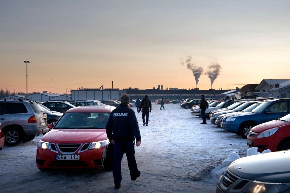 Ansatte ved Saab-anlegget i Trollhättan gikk hjem fra jobb like kloke som da de kom. Hele dagen hadde ryktene rast om at et salg til nederlandske Spyker var like om hjørnet, men mandag ettermiddag rådet igjen usikkerheten.