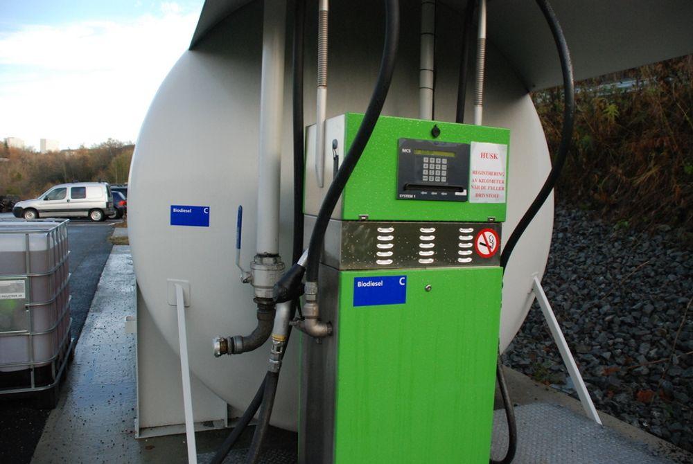 Biodrivstoff kan i prinsippet brukes av alle motoriserte kjøretøy, men kan by på problemer om det ikke behandles riktig.
