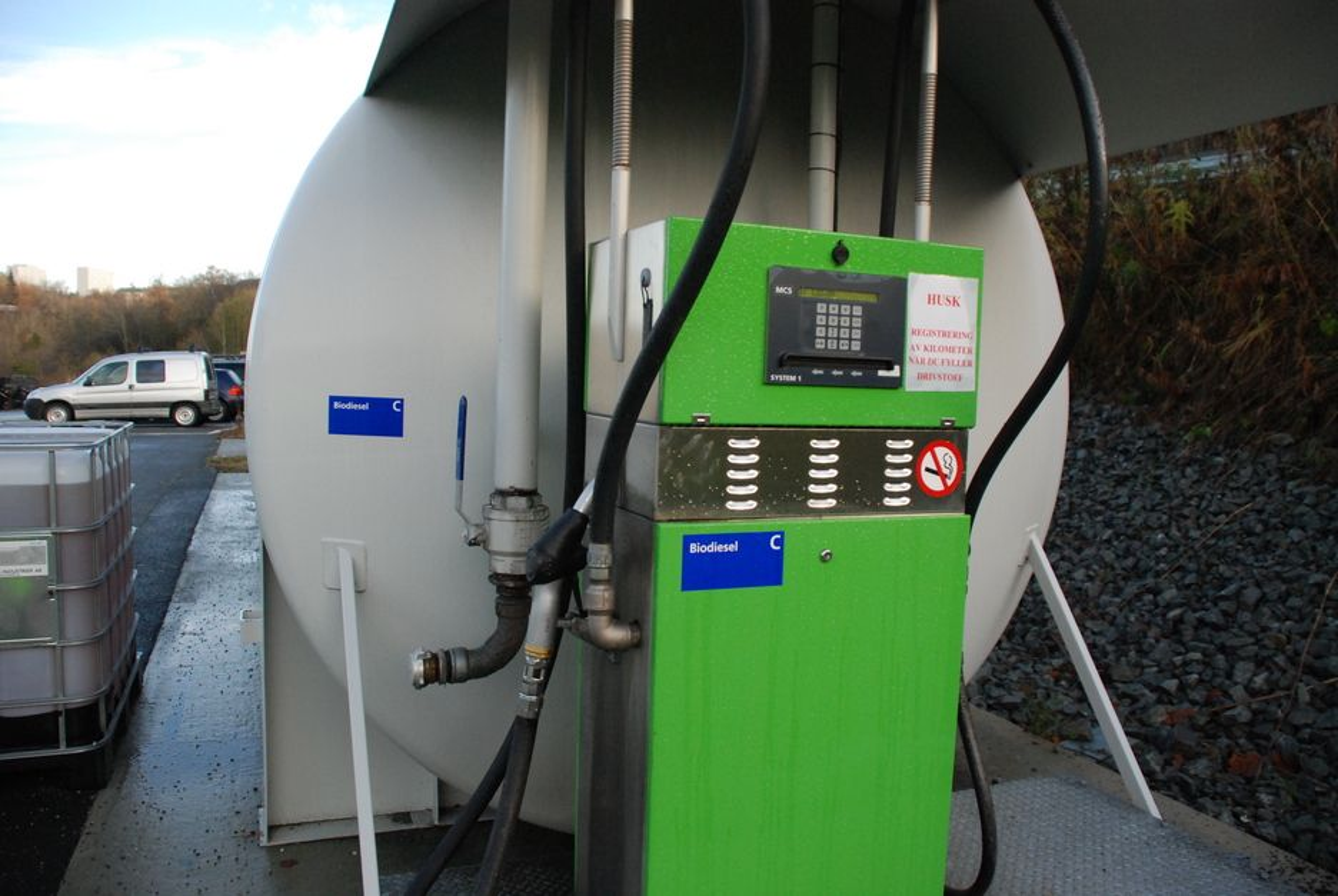 GRØNT PÅ TANKEN: 17 tunge lastebiler kjører på ren biodiesel i Trondheim bydrift. Flere av sjåførene får hodepine og blir kvalme.