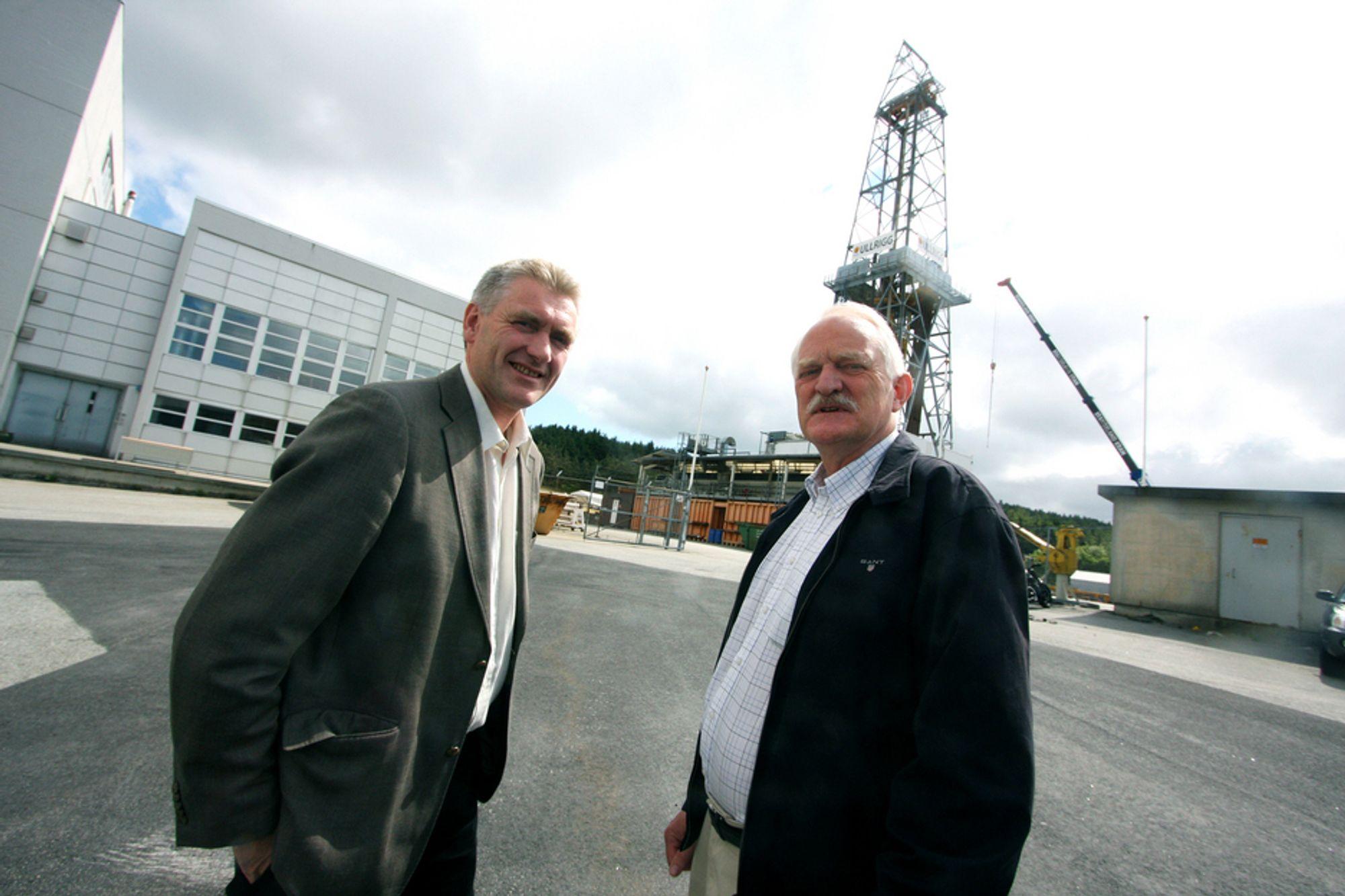 TIL CANADA: Ove Hole i Reelwell (t.v.) mener prosjektet i Canada er et gjennombrudd. Tidligere har teknologien kun blitt testet vel Ullrigg i Stavanger. Til høyre står Vidar Øverlie i Shell.