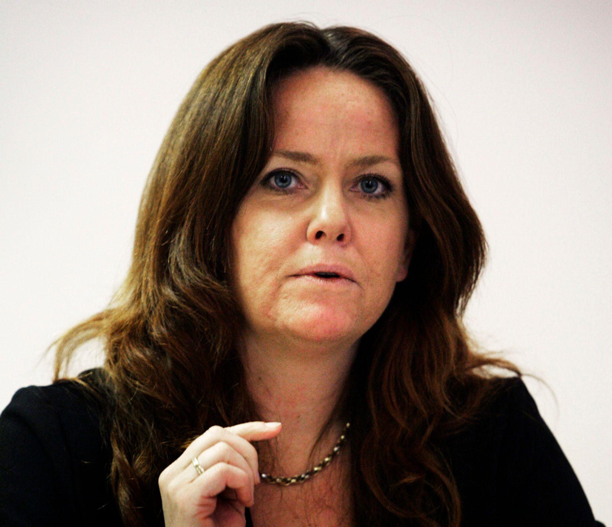 Statssekretær Heidi Sørensen i Miljøverndepartementet håper støtten til den pensjonerte Ultimat-gründeren skal gjøre at flere blir klar over materialet og gjenvinning av produkter. Fabrikken i seg selv får ikke støtte.