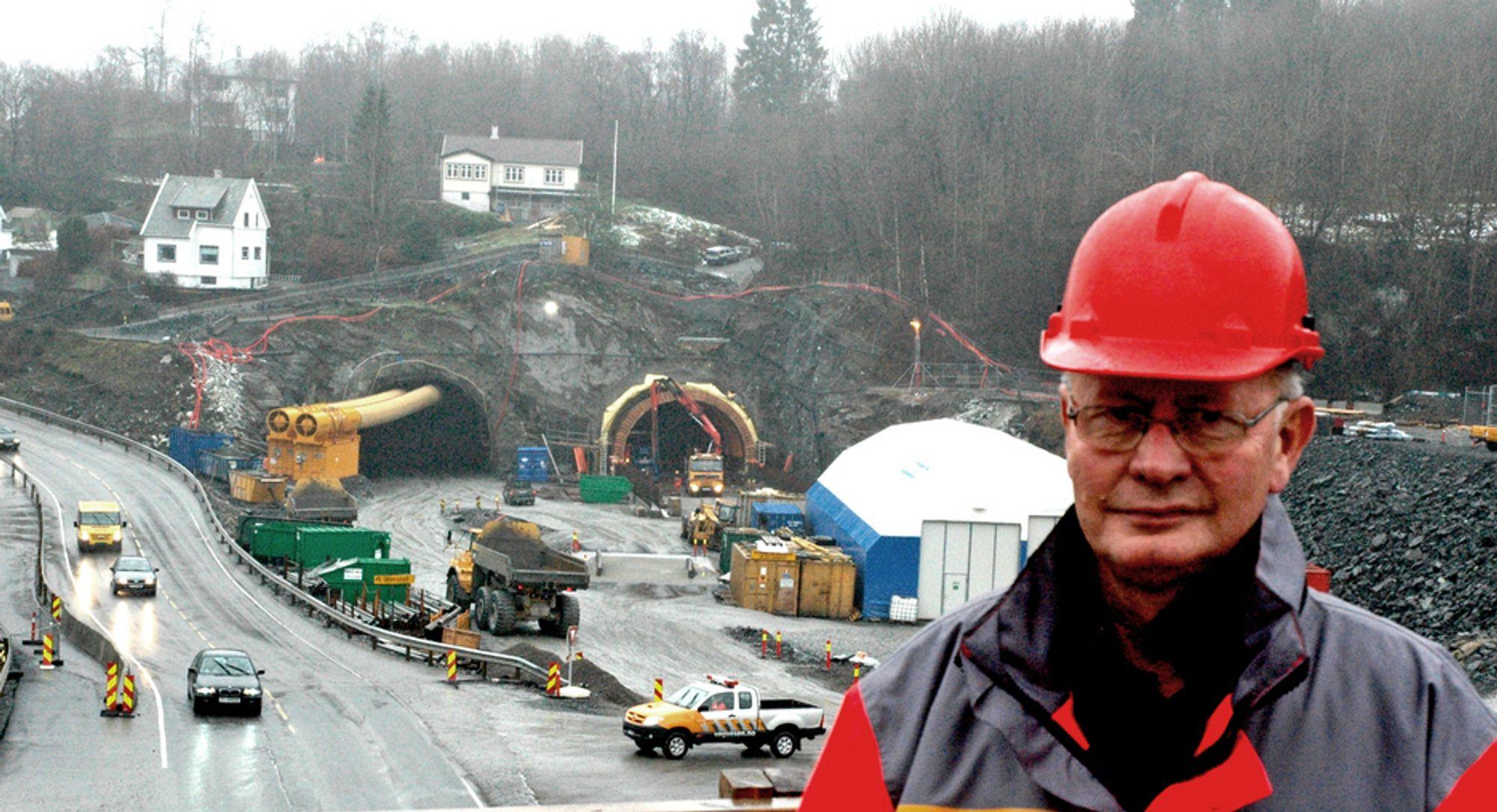 USIKKER: Prosjektleder Ottar Midtkandal vil ikke gi noen ny åpningsdato for Knappetunnelen. Bildet viser søndre påhugg i Dolvik før tunnelen var ferdigsprengt.
