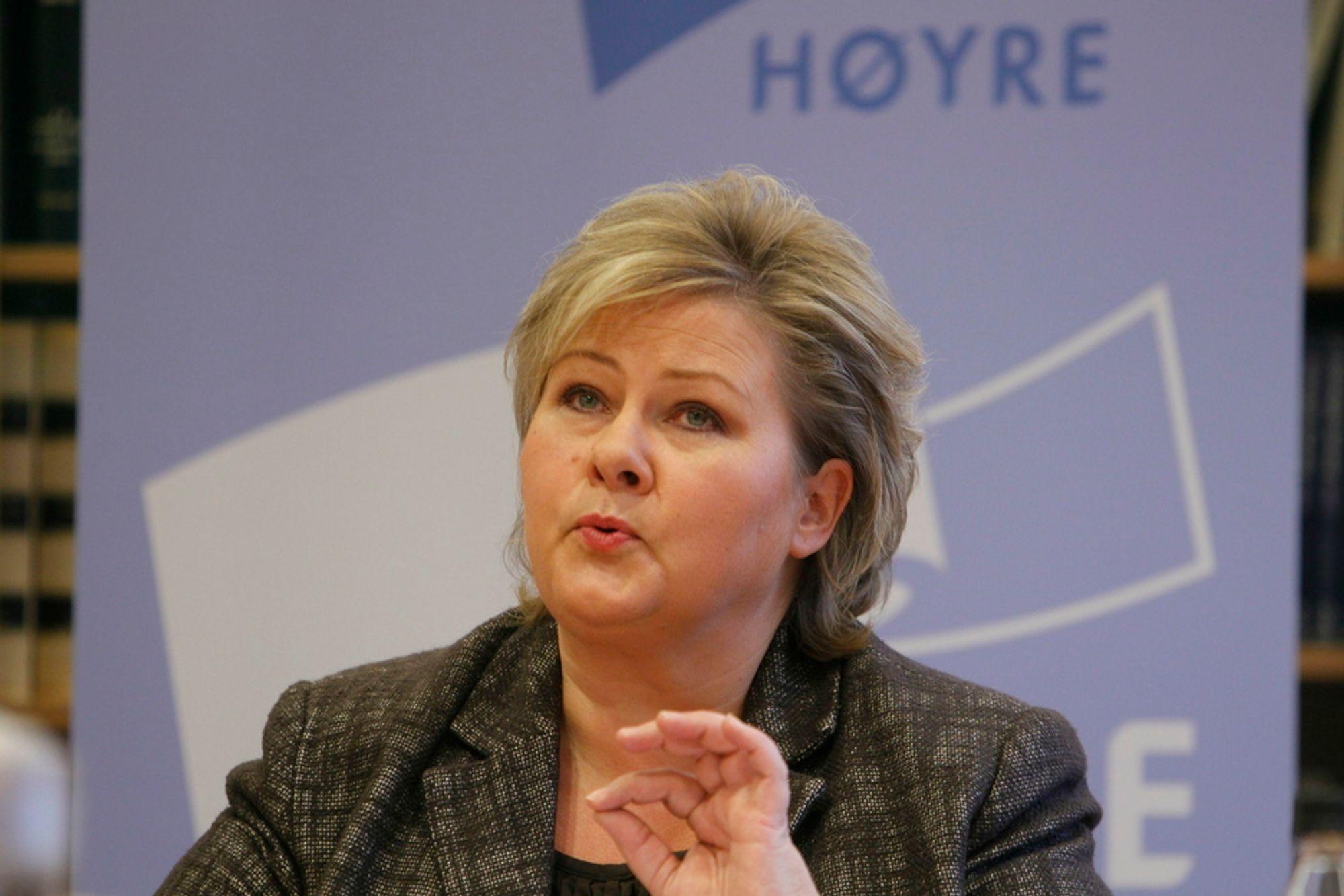 Høyre sier nei til avgiftsøkning på alkohol. En avgiftsøkning vil ikke ha noe helseeffekt, men bare bidra til handelslekkasje, smugling og økt tax-free-handel, mener Høyre. Leder i Høyre, Erna Solberg, presenterer partiets alternative statsbudsjett torsdag.