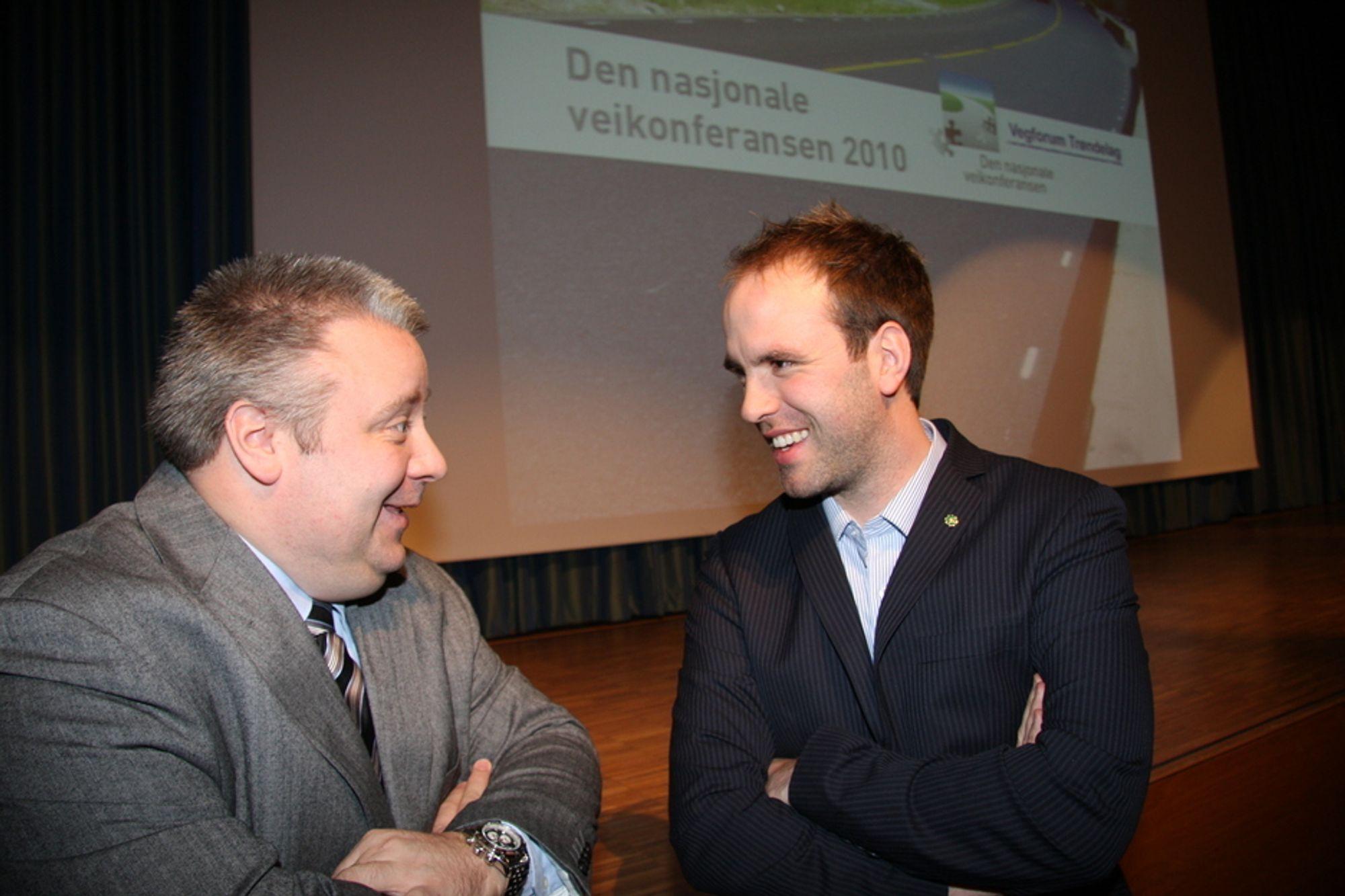 KORTERE PLANLEGGING: Statssekretær i Samferdselsdepartementet, Lars Erik Bartnes, og Frps Bård Hoksrud, er enige om at planleggingstiden til nye veiprosjekter tar for lang tid.