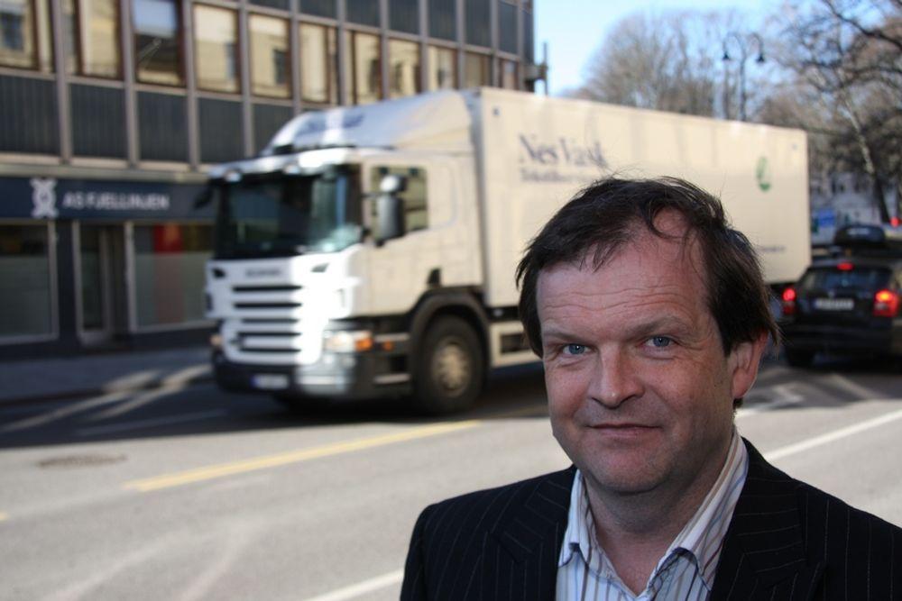 SLAKTER VEIVEDLIKEHOLD: - Transportbransjen lider under for dårlig drift og vedlikehold av veiene, sier fagsjef for vei i Norges Lastebileier-Forbund, Terje Grytbakk.