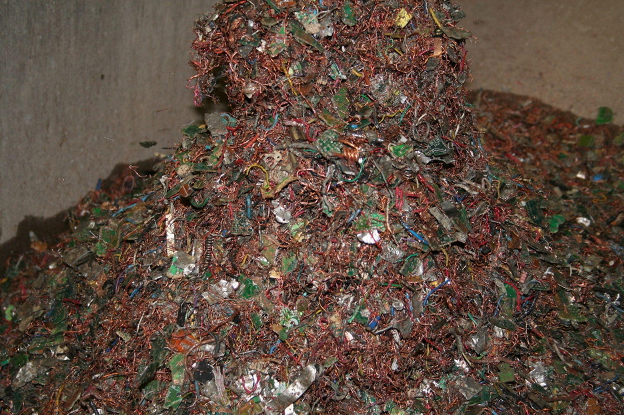 FLUFF: Restene av elektrisk avfall inneholder mye snadder som returselskapene gjerne skulle hatt ut, men de vet ikke hvordan. Har du idéen, kan du få 500.000 kroner for den.