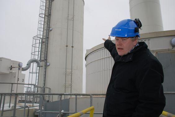 Direktør Pål Mikkelsen i Hafslund Miljøenergi ute på anlegget for energiutnytting av avfallsbasert brensel, Waste To Energy (HWE-BWtE) i Sarpsborg.