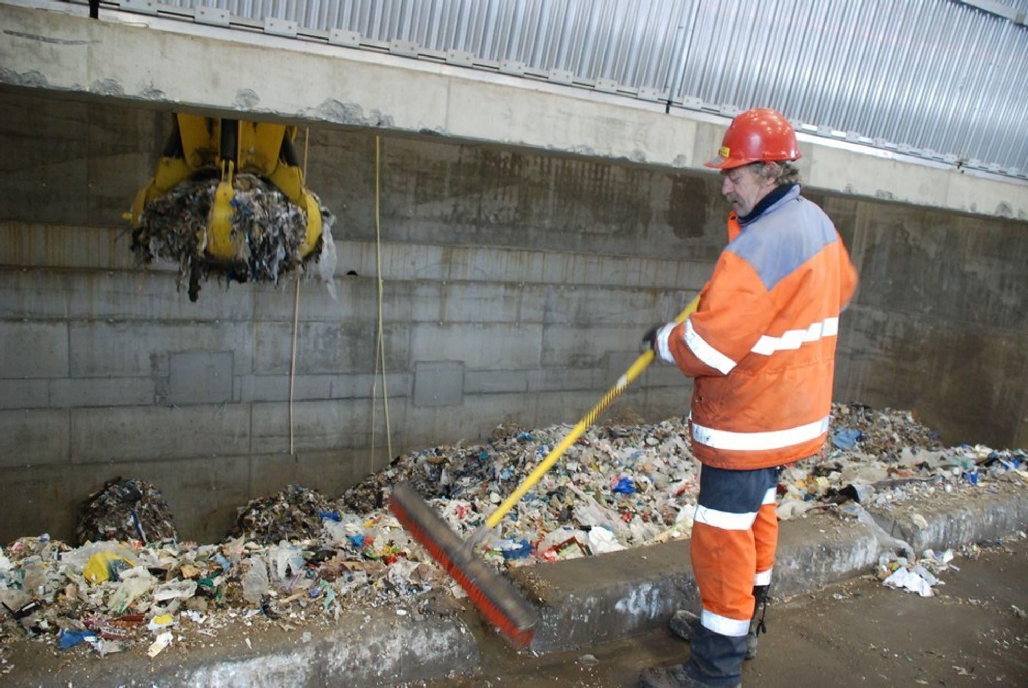 VIL BREMSE SØPPELEKSPORT: Regjeringen gjør som Sverige og fjerner forbrenningsavgiften på avfall fra 1. oktober.