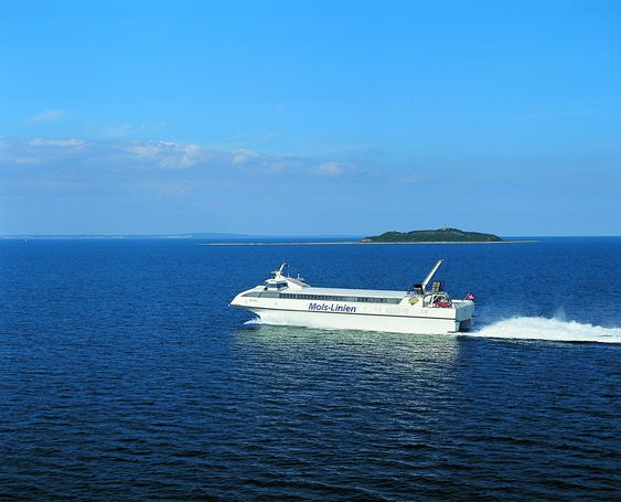 KRAFT: Fergen Mai og søsterskipet Mie Mols er utstyrt med GE gassturbiner som nå går på diesel.