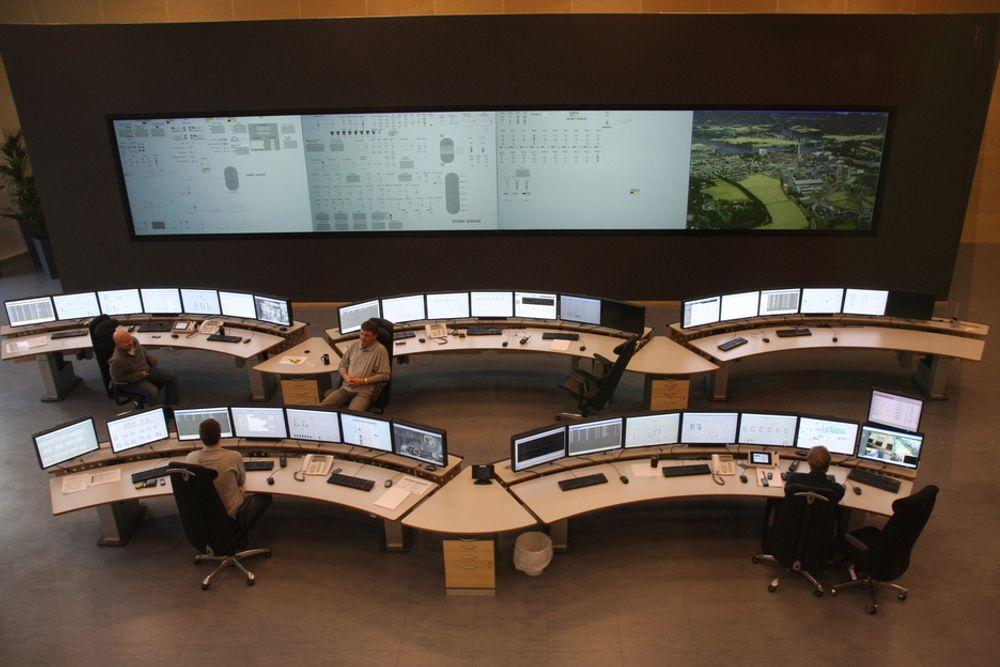 """SHOWFAKTOR: Kontrollsenteret er utformet med veiledning fra Institutt for energiteknikk og skal se så """"kult ut"""" at det lokker flere til en jobb i industrien."""