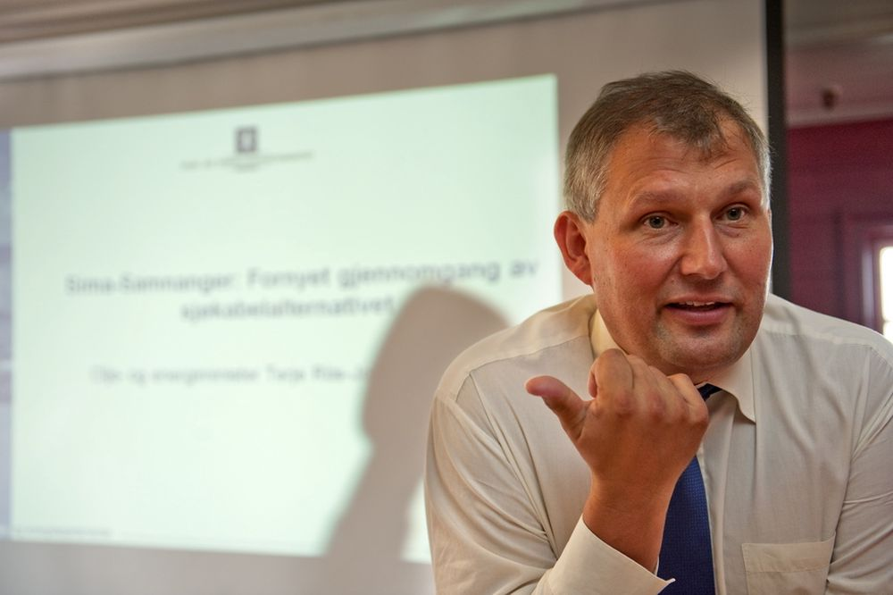Olje- og energiminister Terje Riis- Johansen tilbyr 50 utvinningstillatelser.
