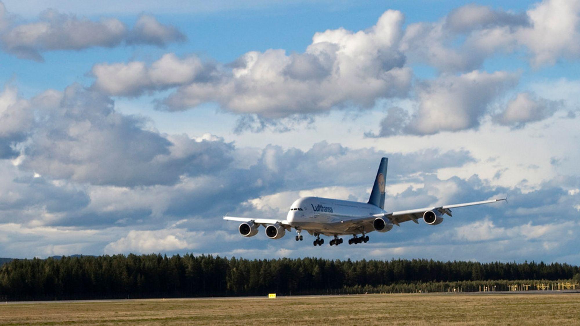 Med Avinors nye system på Gardermoen kan fly - også Airbus A380, som her - gå på tomgang ned til landing.
