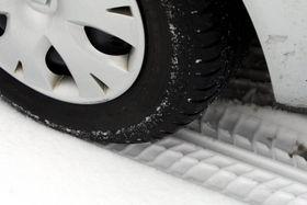 Et vinterdekk må lages med andre hensyn enn sommerdekk, og det er ikke lett å få svært lav rullemotstand.