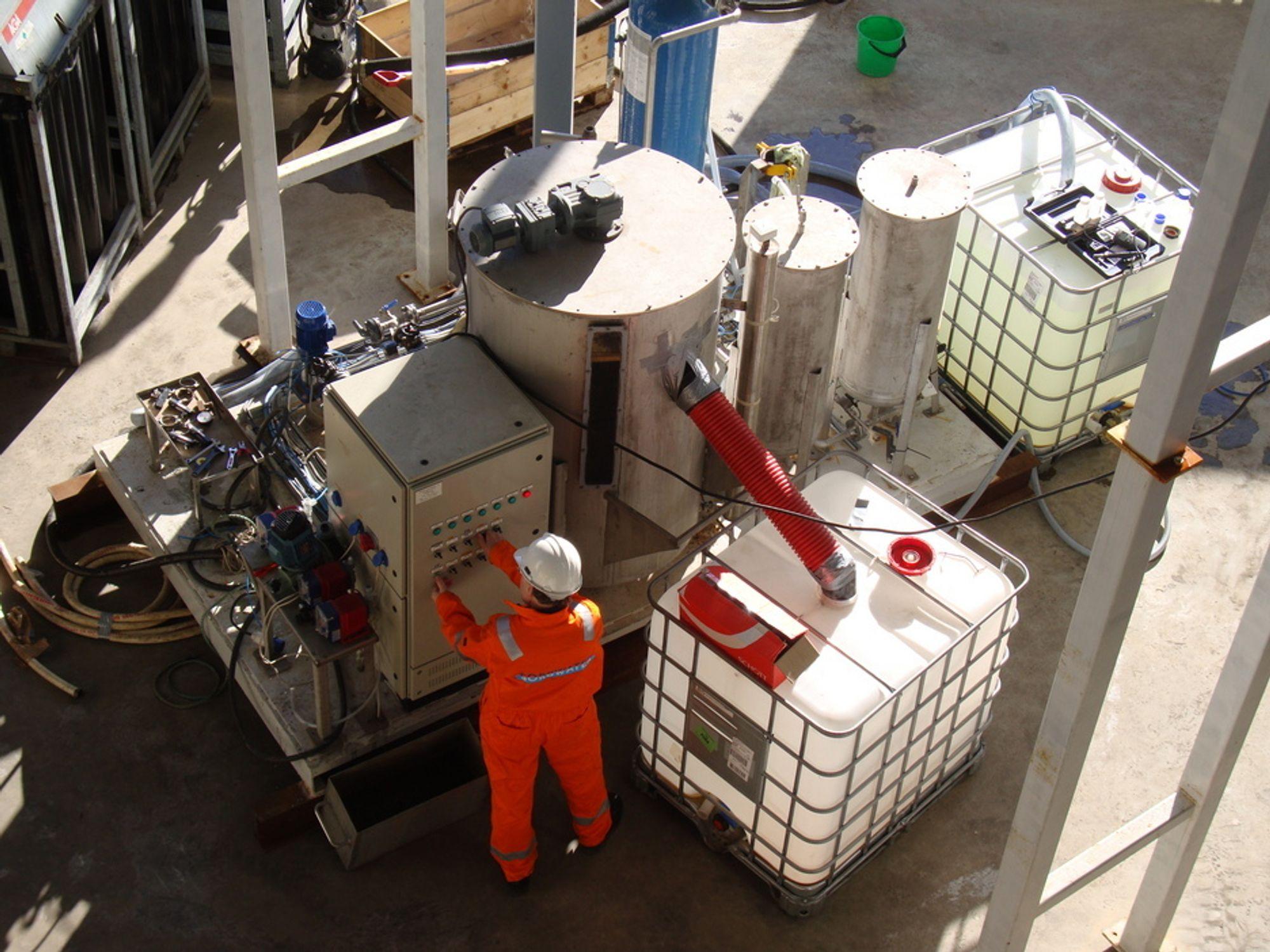 RENSER: Her renses avfallsvann med betydelig oljeemulsjon hos selskapet Framo Engineering.