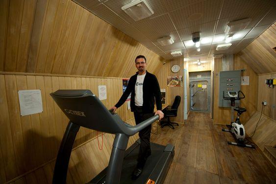 Franske Romain Charles skal oppholde seg 520 dager i Mars500-tanken i Moskva. (Foto: Stephane Corvaja, ESA)