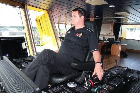 Kaptein Steinar Steinsund VikingLady ¿ PSV. Rederi: Eidesvik. Forsyningsskip som går på LNG og har en 320 kW brenselcelle om bord. FoU-prosjekt FellowShip. Eidesvik, DNV, Wärtsilä, MTU. Bygget ved Westcon 2009.