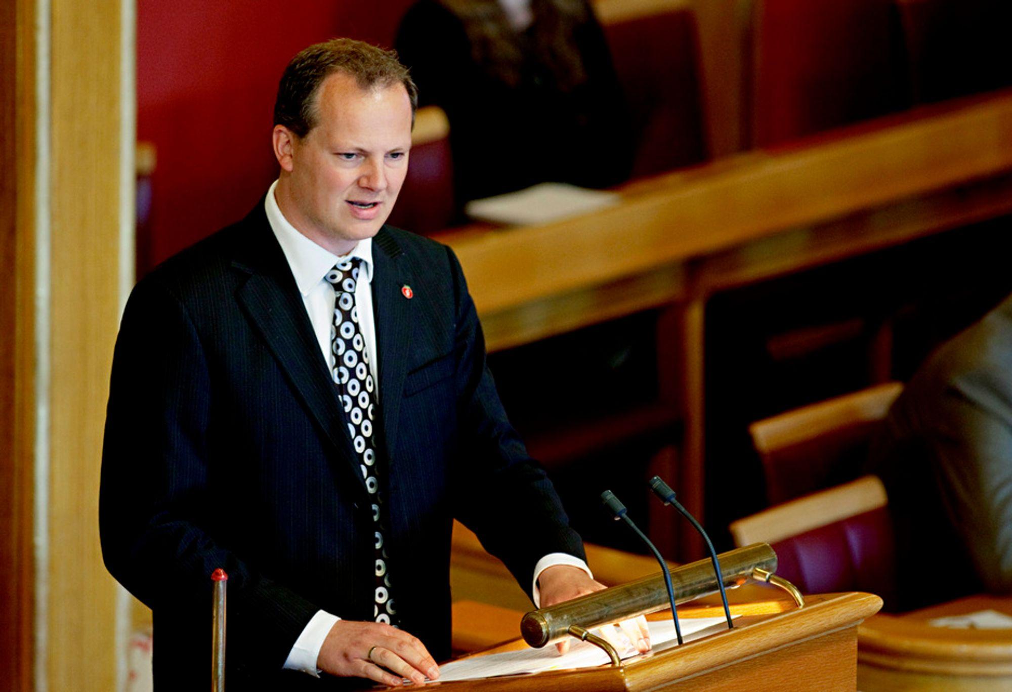 MÅ STYRE SELV: Fremskrittspartiets Ketil Solvik-Olsen mener det er bra at regjeringen ikke tør å detaljstyre Statoil.
