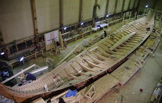 LANGSKIP: Draken Harald Hårfagre begynner å likne et ekte krigsskip fra 900-tallet.