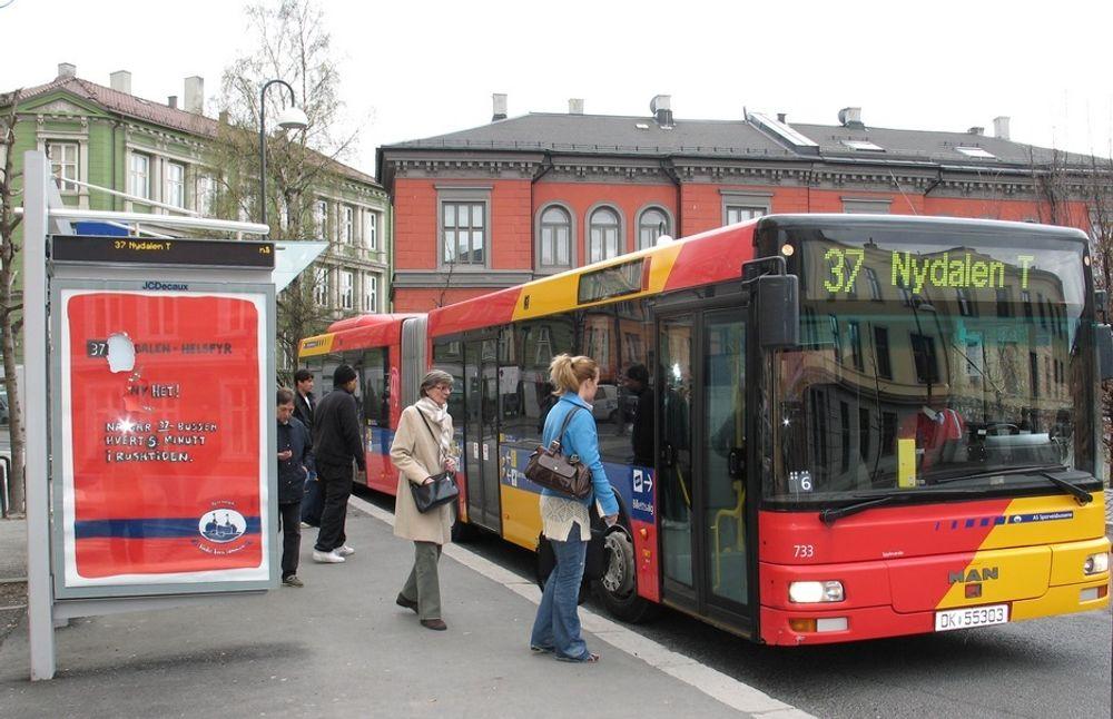 BIOBUSS: 100 Oslo-busser kan gå på biogass i løpet av 1-3 år, mener AGA. Selskapet har inngått avtale med Oslo kommune om å levere biogass tilsvarende 2 millioner liter diesel årlig. Nå håper de å utvikle teknologi for å gjøre biogassen flytende.