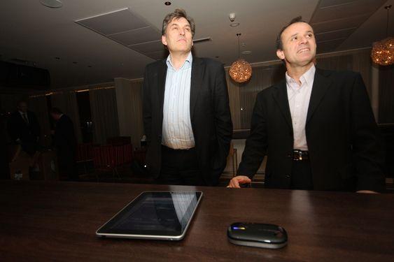 Administrerende direktør Trond Nedregård, Nextnet/Hafslund telekom (t.v.) Dr. Mo Shakouri, innovasjonsdirektør, Alvarion. 4G mobil ruter, Banzai 4G.