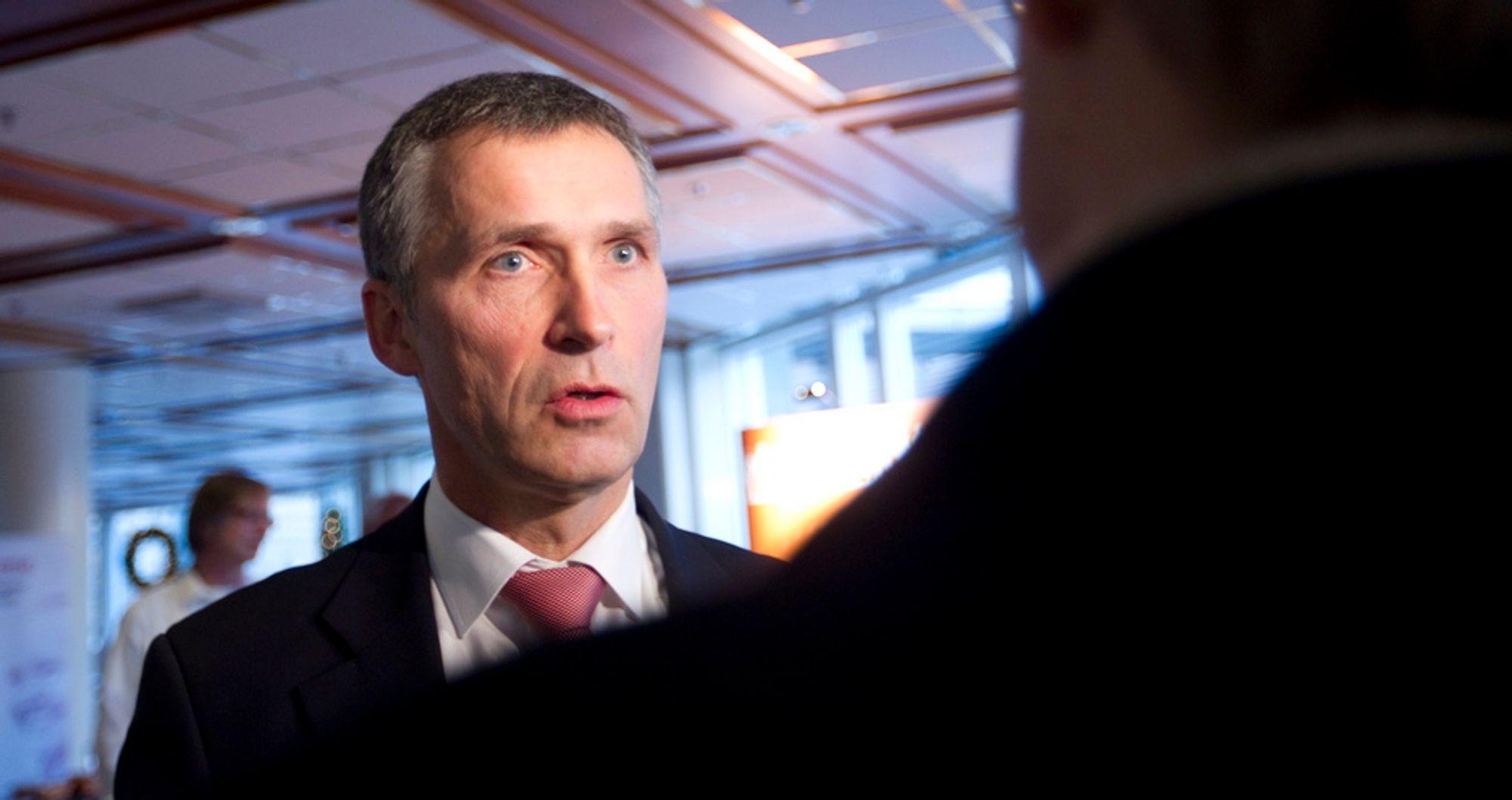 """LUFTSLOTT: Statsminister Jens Stoltenberg har ikke - tross stadige utsettelser - gitt opp håpet om en norsk """"månelanding"""" på Mongstad."""