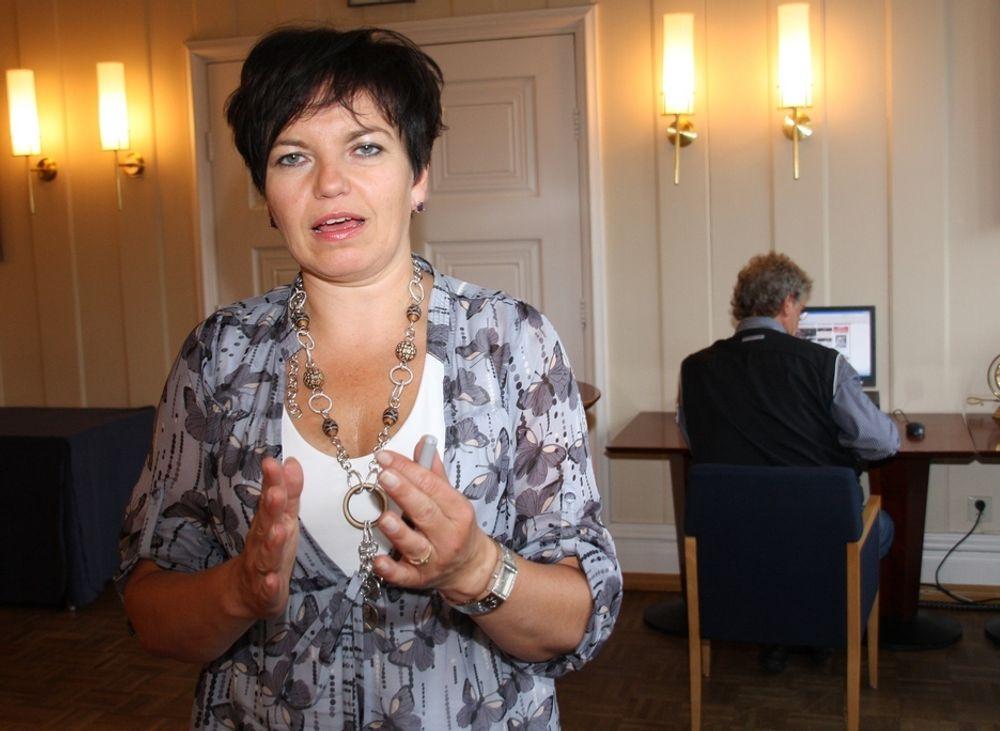 BALANSE: Norgessjef Gudrun Jebsen hos Elan IT mener bransjen har godt av et kutt i honorarene for de dyreste utviklerne og arkitektene, mens hun tror lønnsnedgang for support og drift kan skade bedriftene.