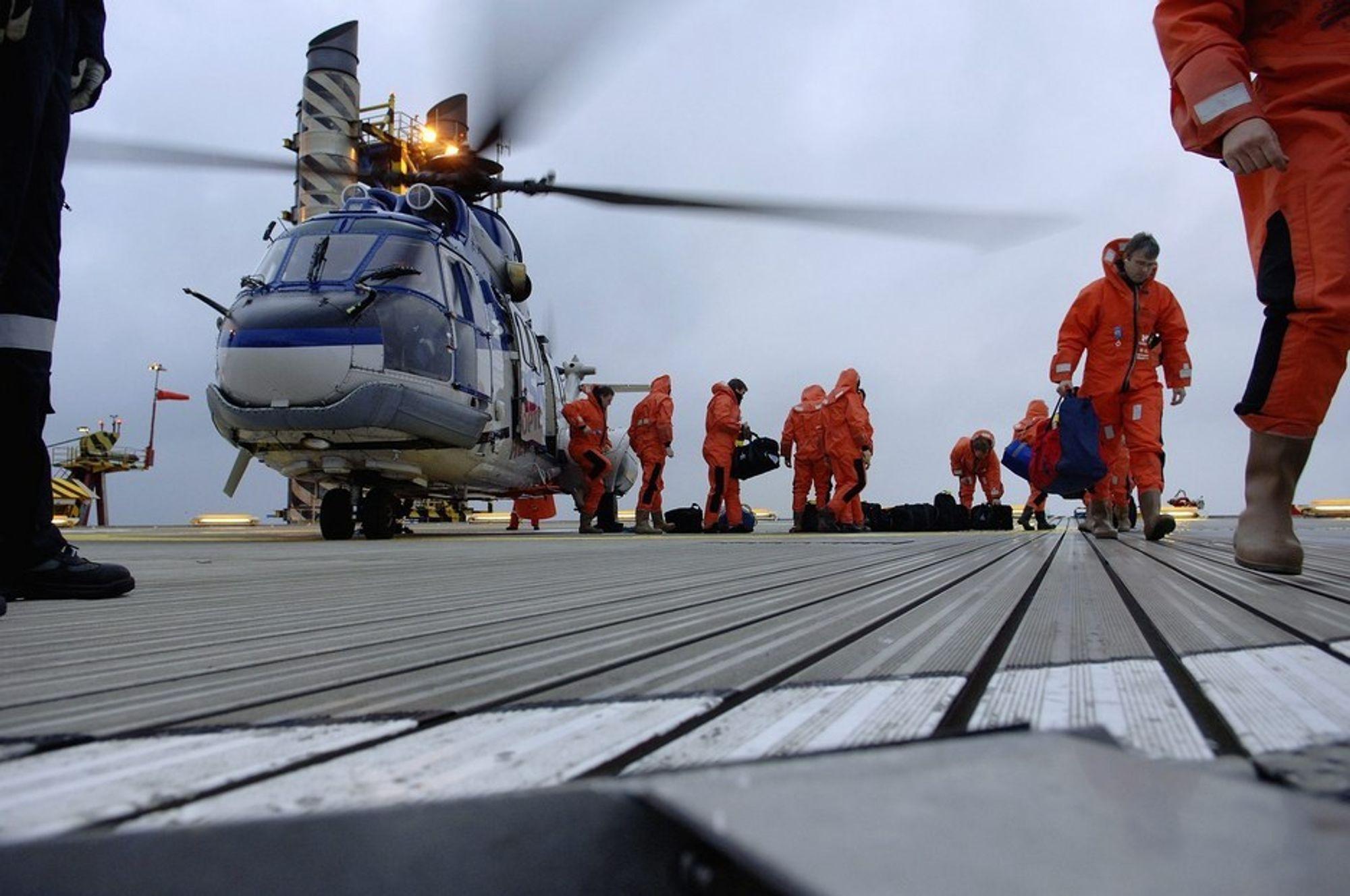 RISIKO: Helikoptertransport har tradisjonelt sett vært den største risikofaktoren for oljearbeidere, men det blir stadig tryggere å fly.