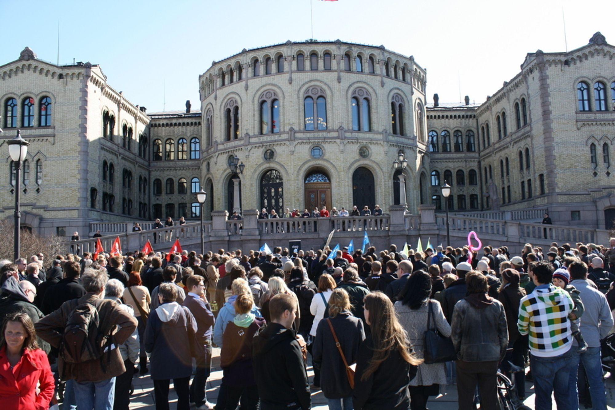 TRENGER HØYRES HJELP PÅ TINGET: Ikke uventet går Arbeiderpartiets stortingsgruppe samlet inn for å innføre datalagringsdirektivet i Norge. Men krangelen er langt fra over.