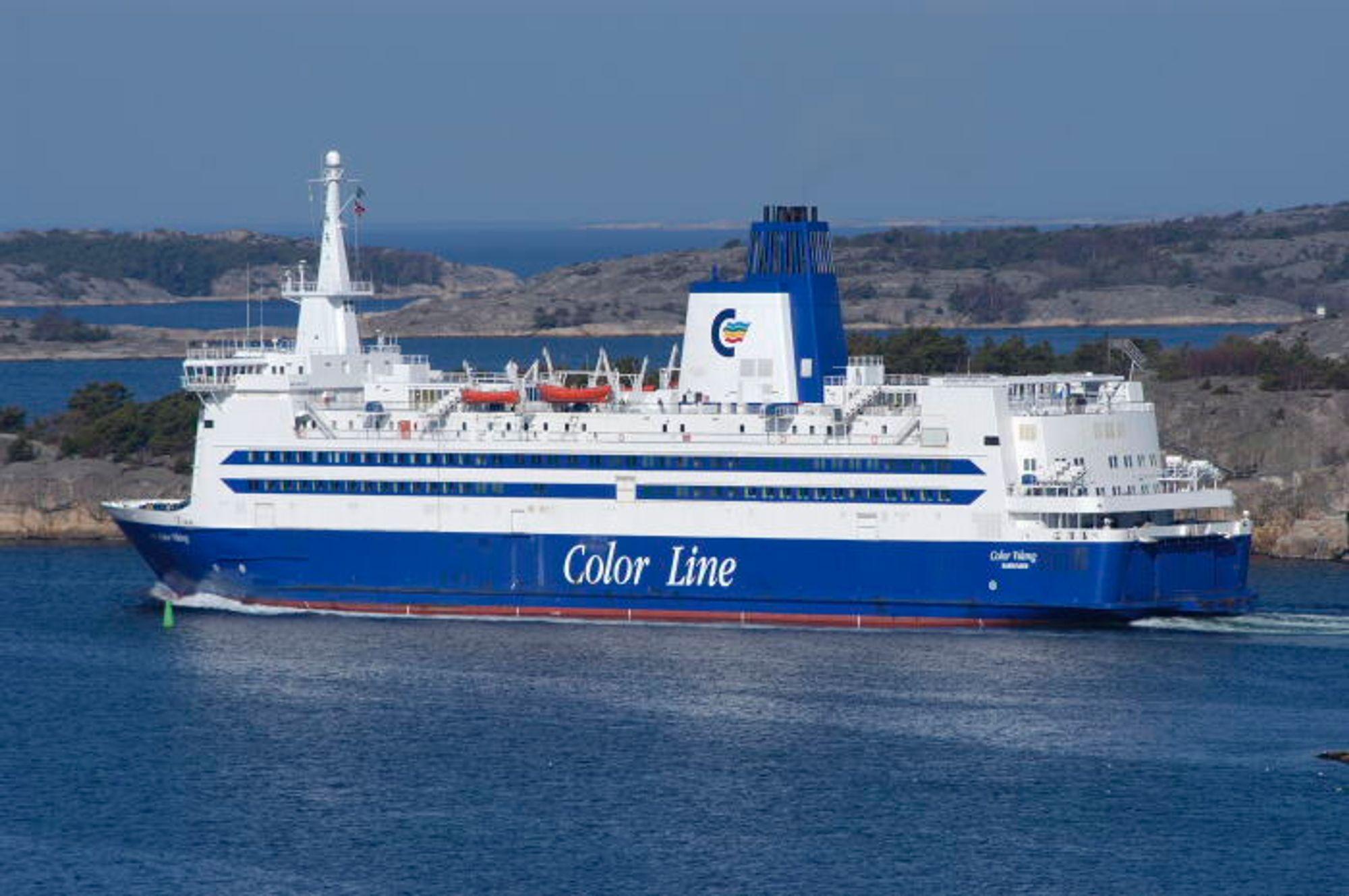 Color Viking måtte stanse motorene for å hindre skade da den sugde issørpe som pakket igjen kjølevanssinntaket.