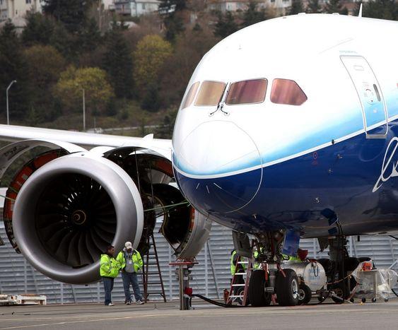 Et av de ferdigbygde 787-testflyene ute på Boeing Field.