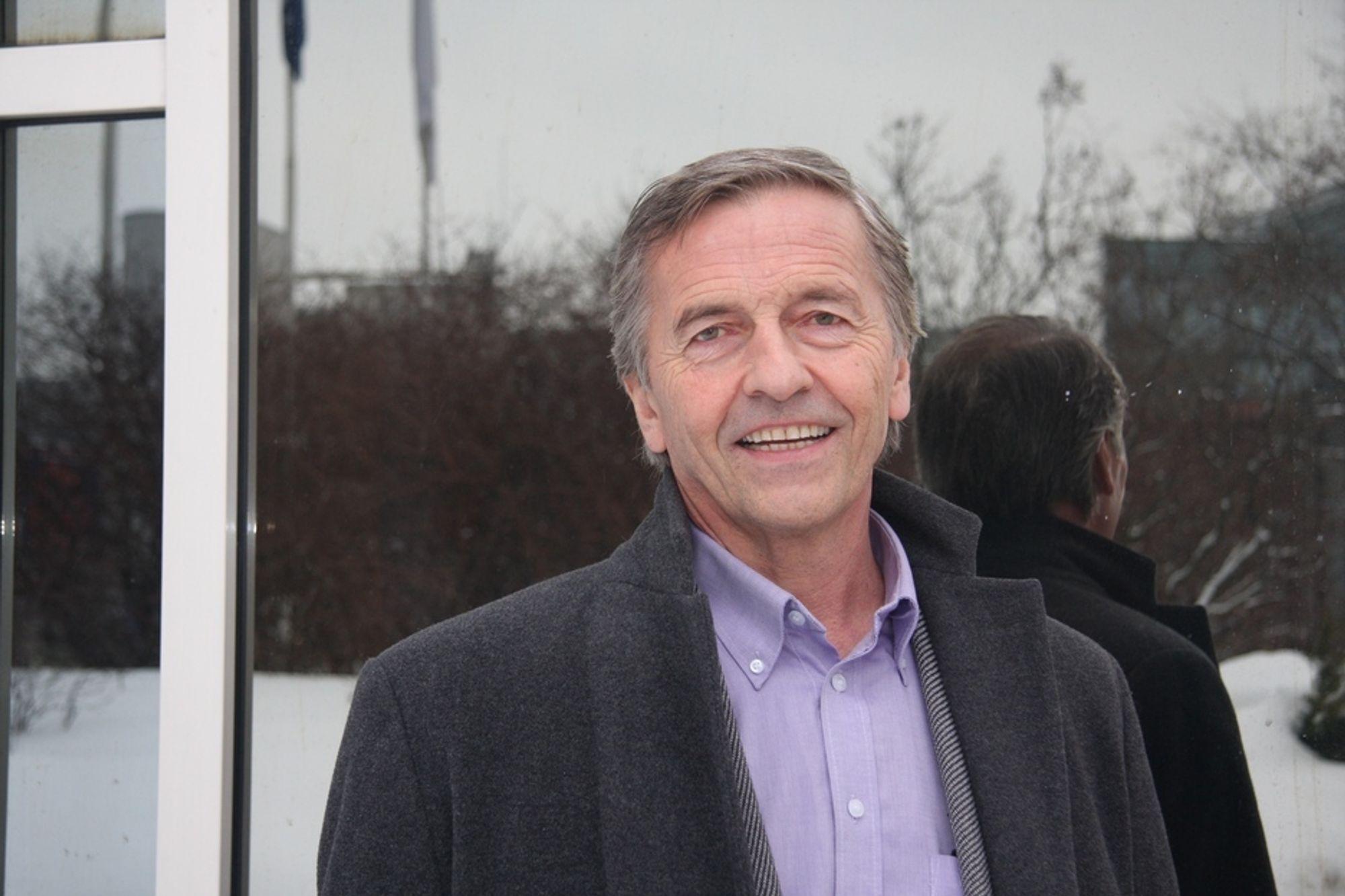 Ola Mørkved Rinnan blir sittende som konsernsjef i Eidsiva Energi, men styret i selskapet gir ham refs for pengegaven til Senterpartiet.