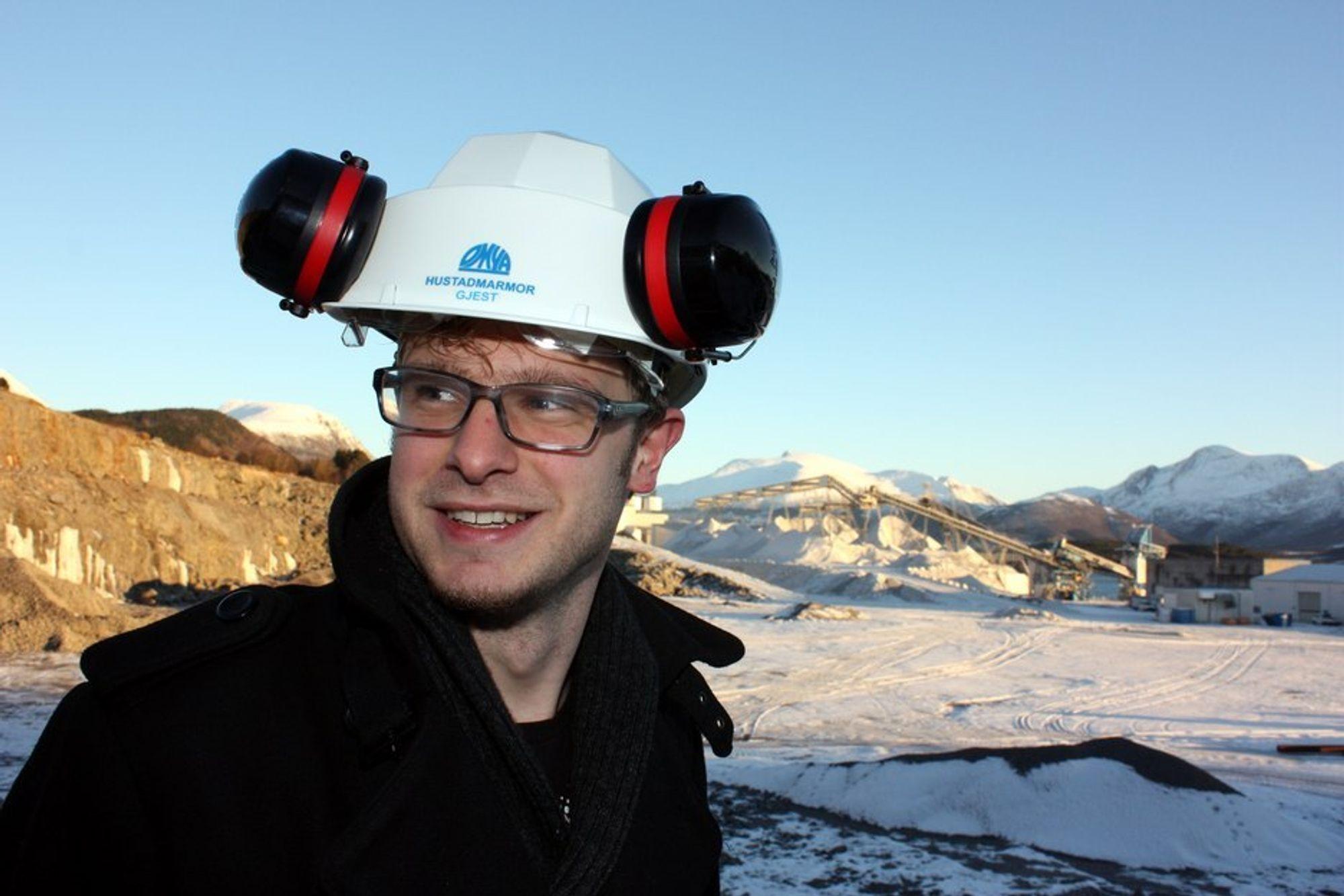 Snorre Valen, SVs energipolitiske talsmann på området der gasskraftverket i Elnesvågen i Møre og Romsdal skal bygges. Han mener å ha oppskriften på hvordan  prosjektet kan realiseres. Oljeselskapene må bidra til rensingen. Valen vil fordoble CO2-avgiften til 590 kroner per tonn.