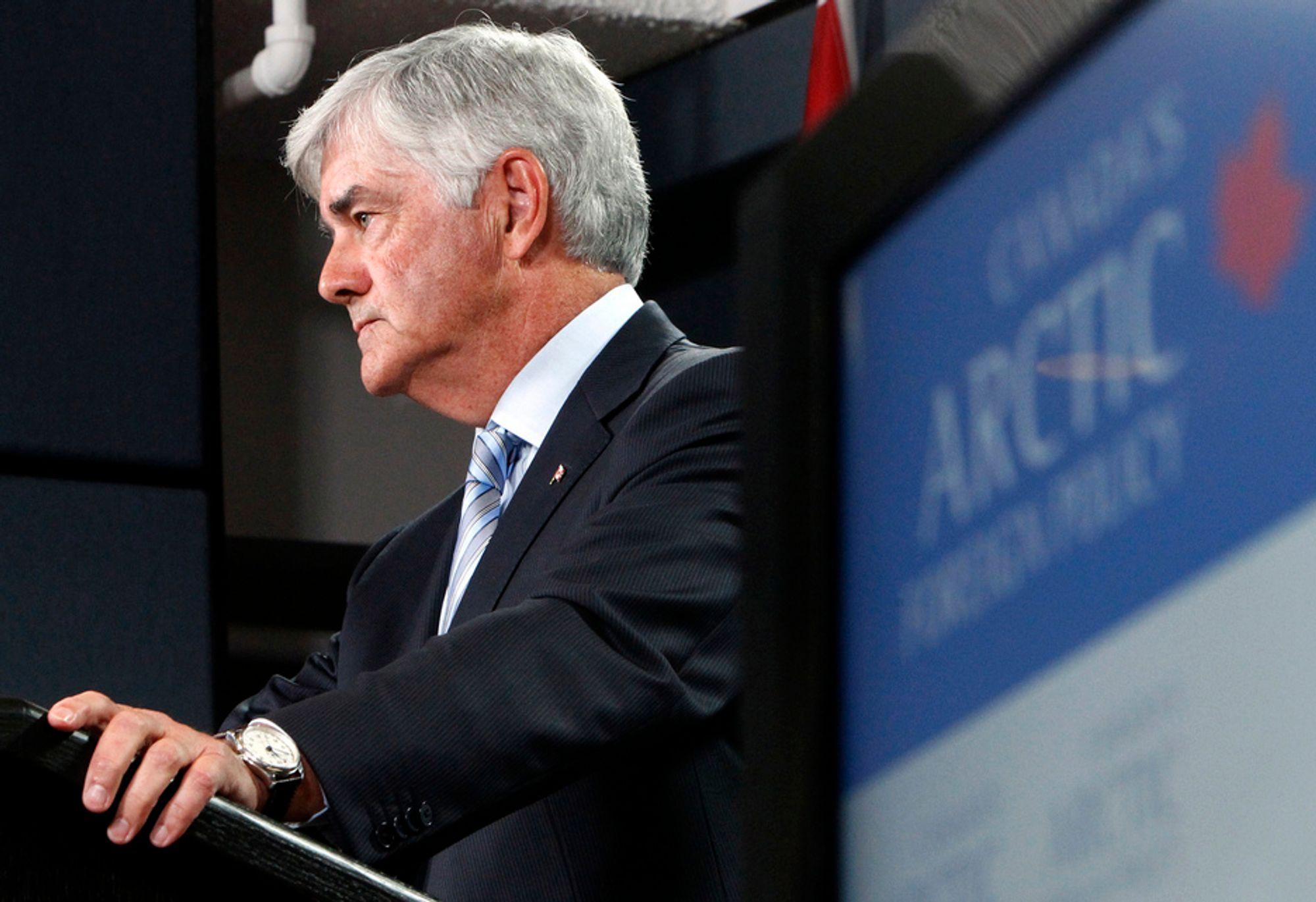STABILITET: Canadas utenriksminister Lawrence Cannon ble briefet om avtalen om delelinjen i Barentshavet av Jonas Gahr Støre, og gratulerer Norge med en avtale som vil bringe stabilitet til området.