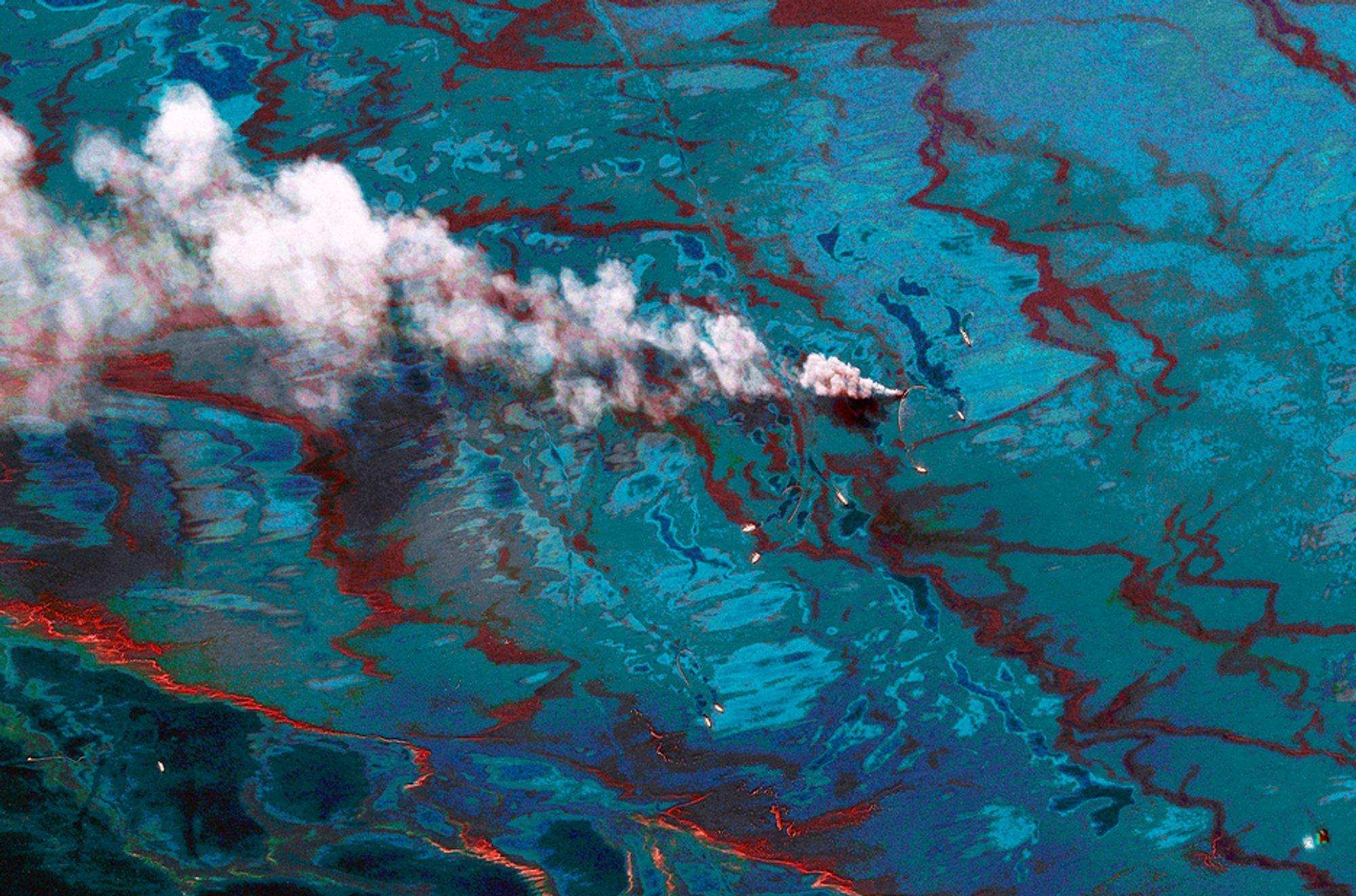 SLUTT? Dette satellittbildet fra Mexicogolfen viser oljeutslippet i juni. I kveld håper BP å kunne plombere brønnen for godt.