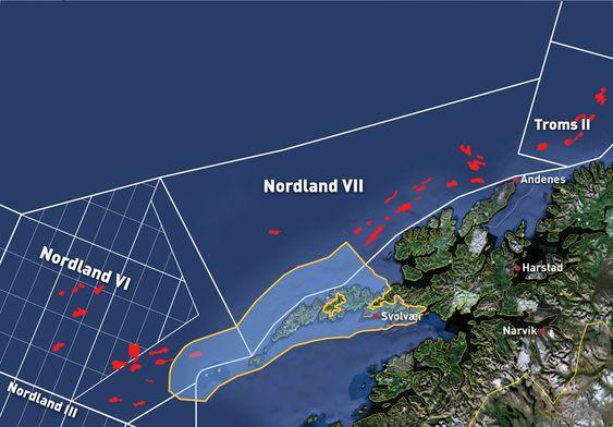 VEIKART FOR FRED: Det foreslåtte verdensarvområdet (innrammet i gult) overlapper i svært liten grad de mest lovende strukturene fra Oljedirektoratets seismikkinnsamling (røde felt).