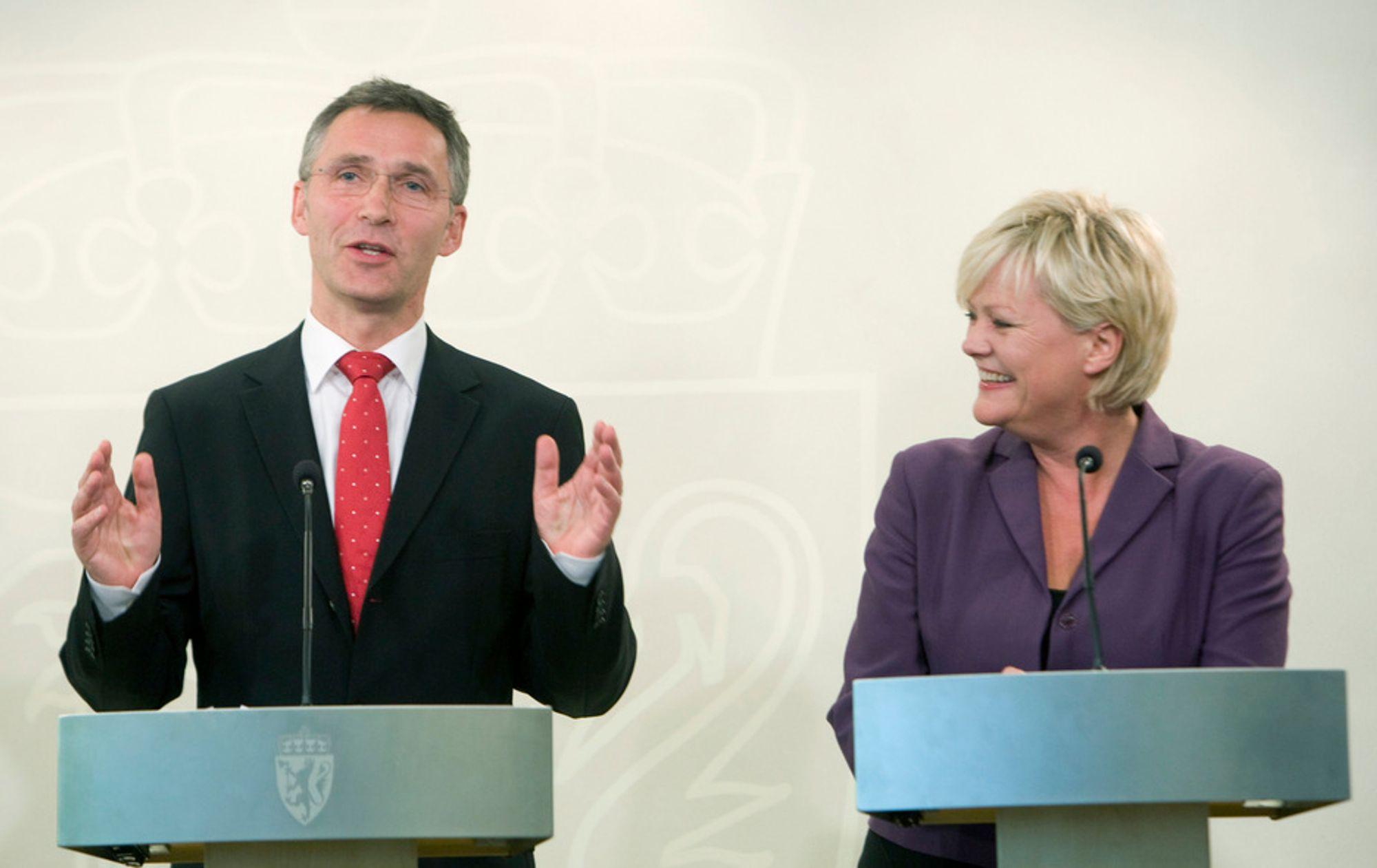 Regjeringen gir mer penger til verftsindustrien. Kunnskapsminister Kristin Halvorsen og statsminister Jens Stoltenberg håper det kan gi nye forretningsområder for bransjen.