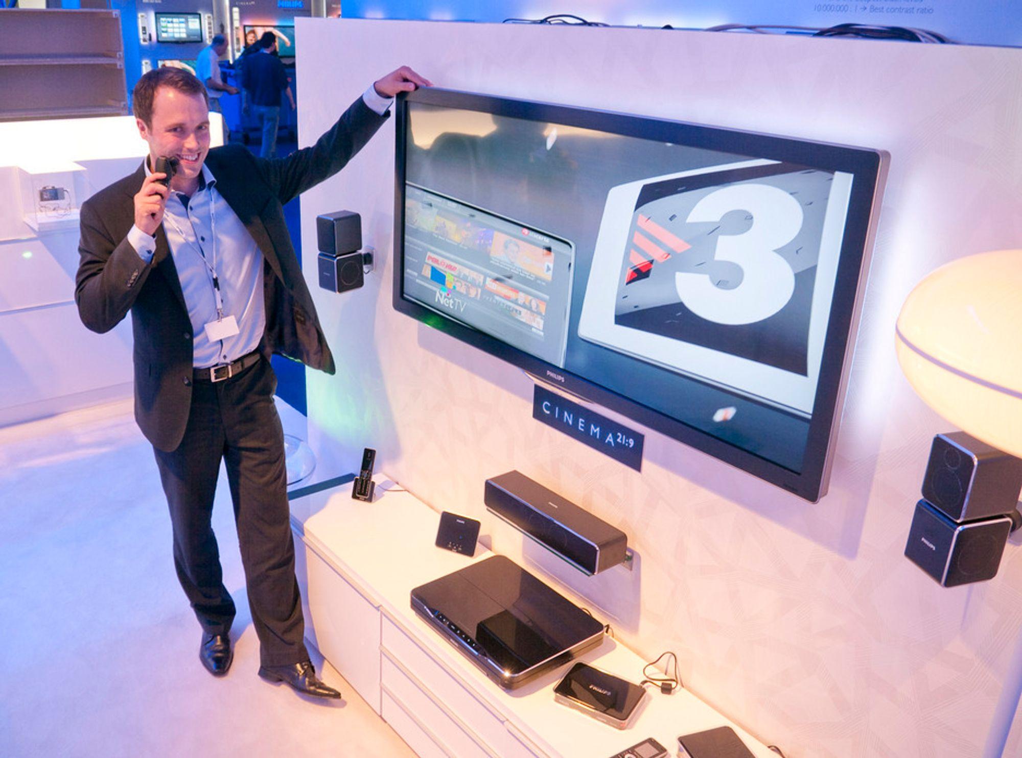 BREDT OG TETT: Philips' norgessjef for forbrukerelektronikk, Mikael Herje, mener både den nye bredformat-TV-en og den nye barbermaskinen vil lokke mange kjøpere.