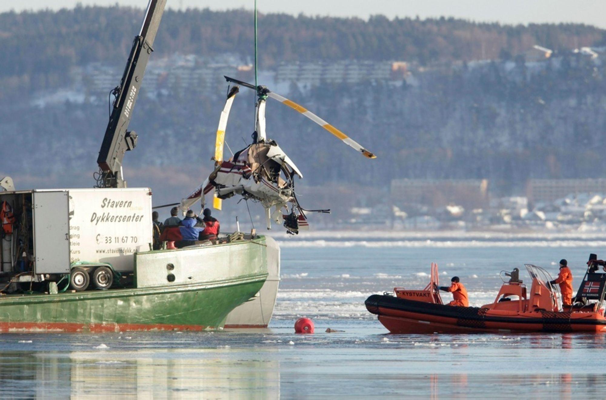 Alle fire om bord omkom da dette R44-helikopteret havarerte i havnebassenget i Horten i 2010.